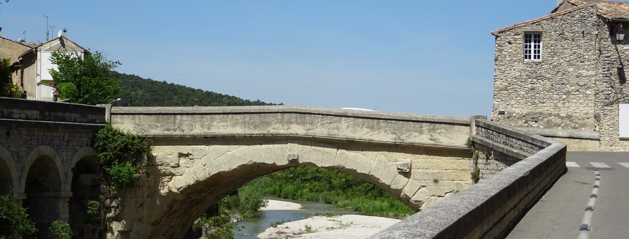 Roman bridge in Vaison-la-Romaine.